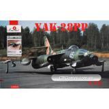 Советский самолет радиоэлектронной борьбы Як-28ПП и книга в комплекте (AMO72108-01) Масштаб:  1:72