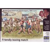 Британские и американские парашютисты / Friendly boxing match. British and American paratroopers (MB35150) Масштаб:  1:35