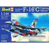 Истребитель F-16C Fighting Falcon (RV03992) Масштаб:  1:144