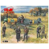 ICM48803  Bf-109F-2 with German pilots & ground personnel