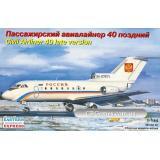 Пассажирский авиалайнер Як-40 (поздняя версия) (EE14493) Масштаб:  1:144