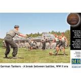 Немецкие танкисты в перерыве между боями (MB35149) Масштаб:  1:35