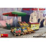 Уличная фруктовая лавка