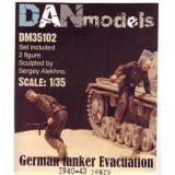 Немецкие танкисты. Эвакуация из подбитого танка. 1940-43 гг. набор №2 1:35