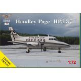 Пассажирский самолет HP-137