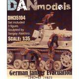 Немецкие танкисты. Эвакуация из подбитого танка. 1940-43 гг. набор №4 1:35